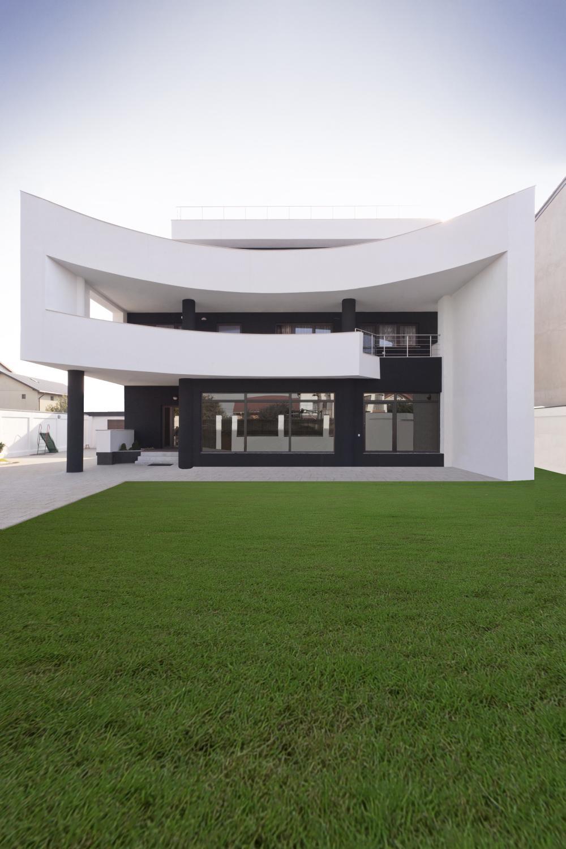 https://nbc-arhitect.ro/wp-content/uploads/2020/11/NBC-ARHITECT-_-residential-_-Mumuleanu-House_2.jpg