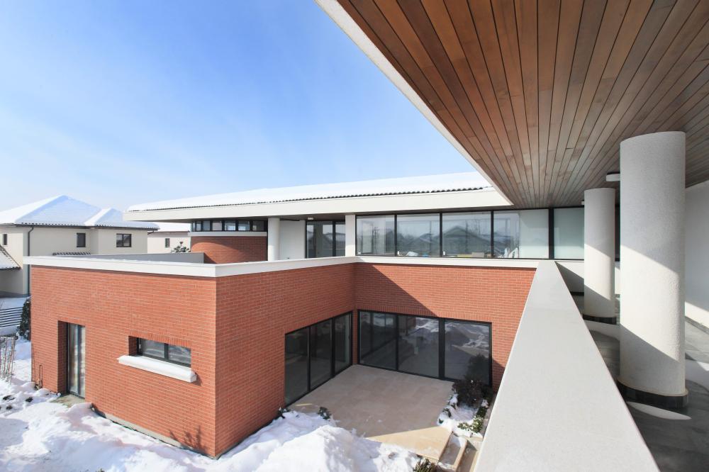 https://nbc-arhitect.ro/wp-content/uploads/2020/11/NBC-ARHITECT-_-residential-_-Tudor-House-_-Romania_42.jpg