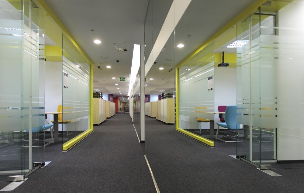 https://nbc-arhitect.ro/wp-content/uploads/2020/11/NBC-Arhitect-_-interior-design-_-Ericsson-_-Romania_1.jpg