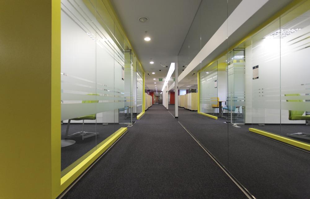 https://nbc-arhitect.ro/wp-content/uploads/2020/11/NBC-Arhitect-_-interior-design-_-Ericsson-_-Romania_2.jpg