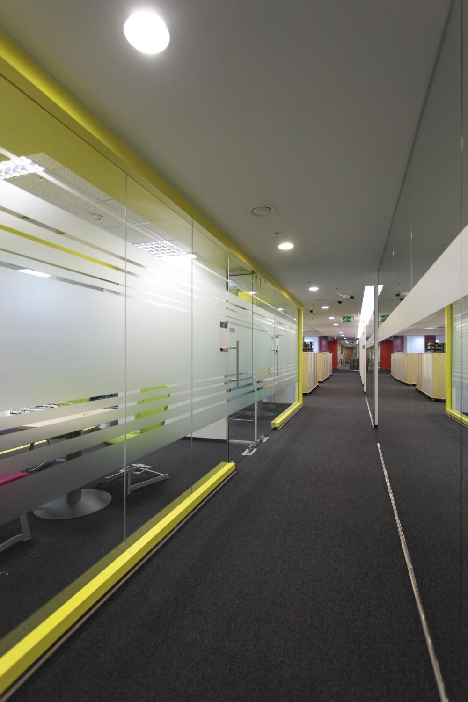 https://nbc-arhitect.ro/wp-content/uploads/2020/11/NBC-Arhitect-_-interior-design-_-Ericsson-_-Romania_3.jpg
