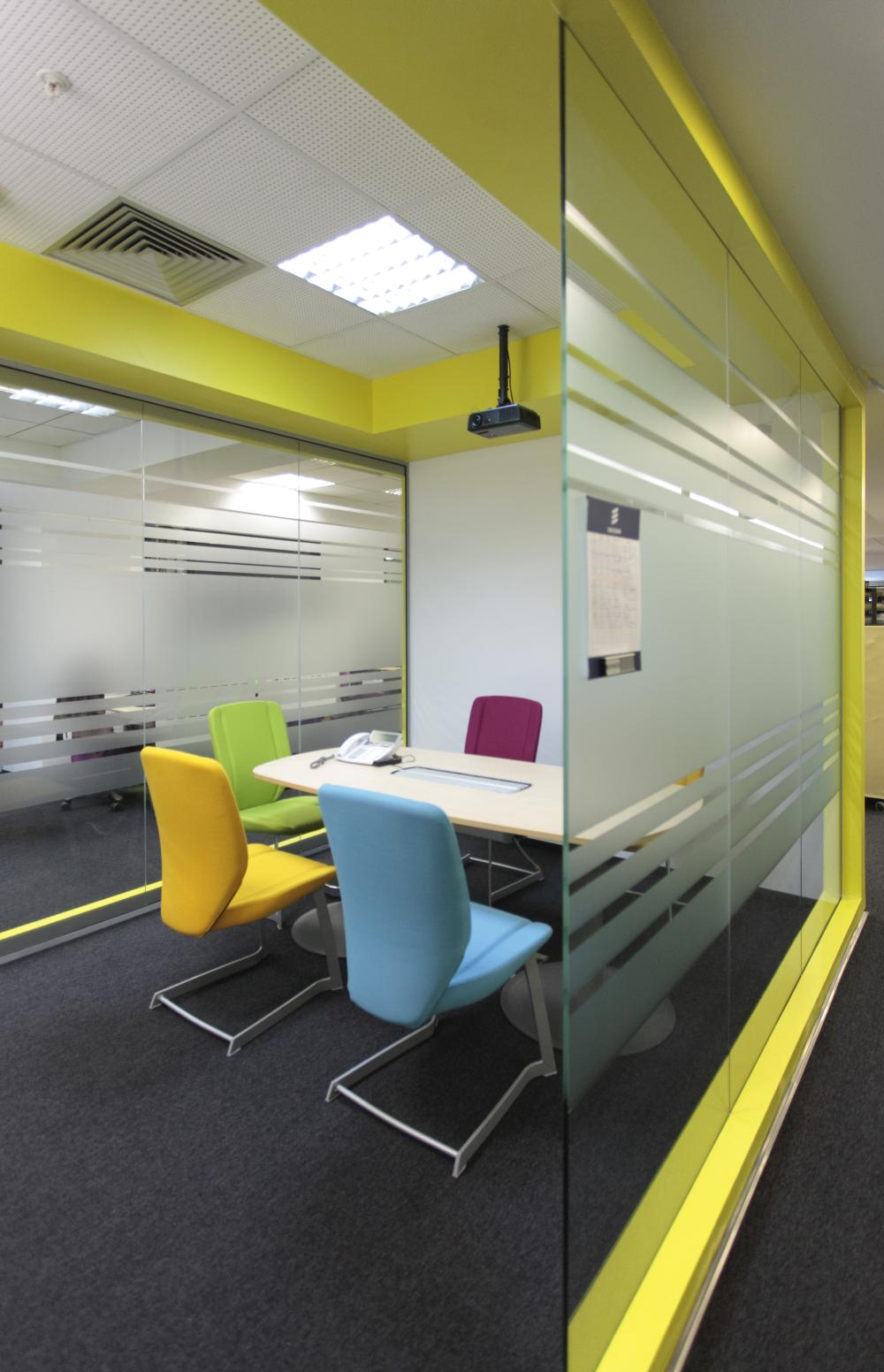 https://nbc-arhitect.ro/wp-content/uploads/2020/11/NBC-Arhitect-_-interior-design-_-Ericsson-_-Romania_5.jpg
