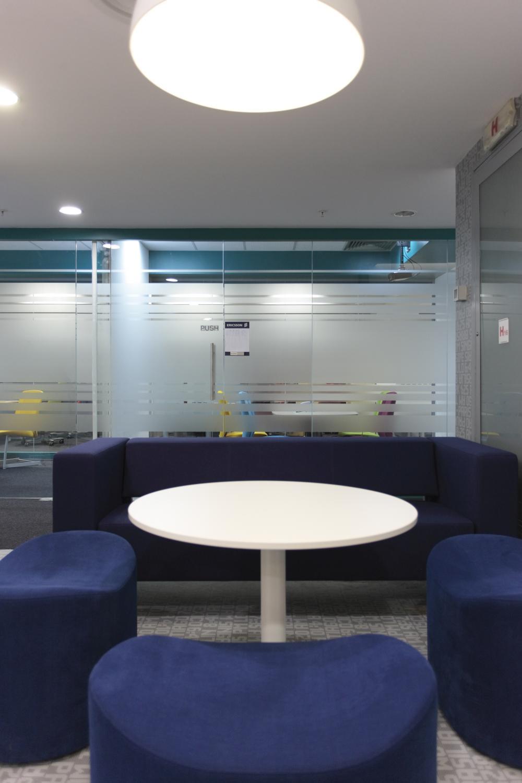 https://nbc-arhitect.ro/wp-content/uploads/2020/11/NBC-Arhitect-_-interior-design-_-Ericsson-_-Romania_8.jpg