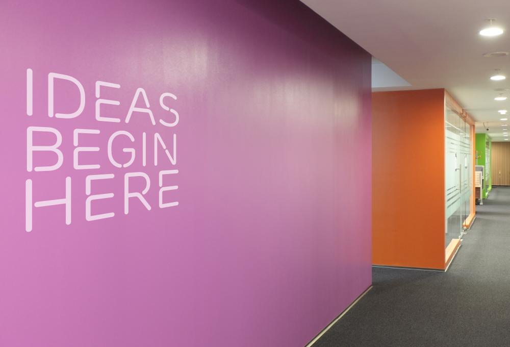 https://nbc-arhitect.ro/wp-content/uploads/2020/11/NBC-Arhitect-_-interior-design-_-Ericsson-_-Romania_master-photo.jpg