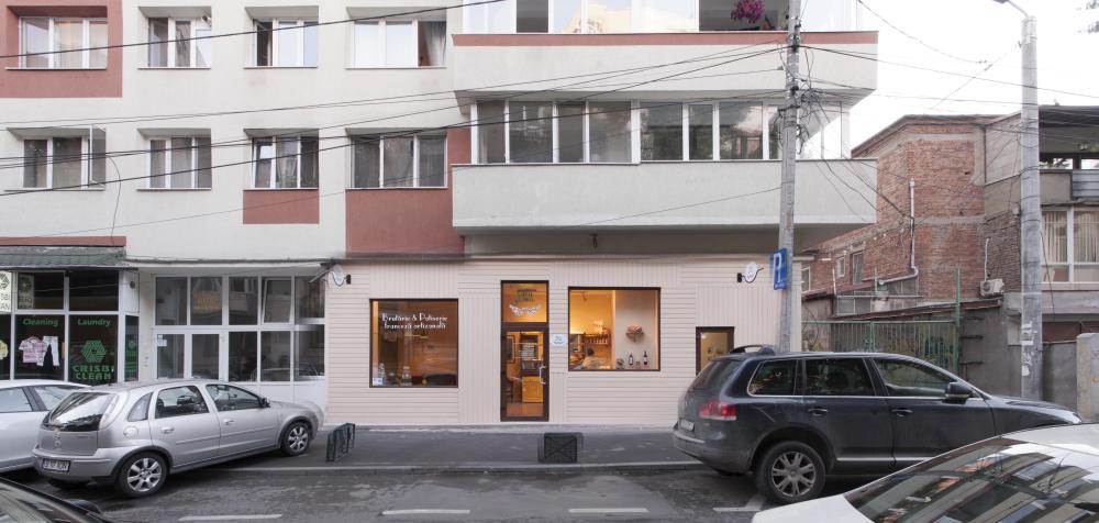 https://nbc-arhitect.ro/wp-content/uploads/2020/11/NBC-Arhitect-_-interior-design-_-Pain-Plaisir-Bakery-_-Romania_9.jpg
