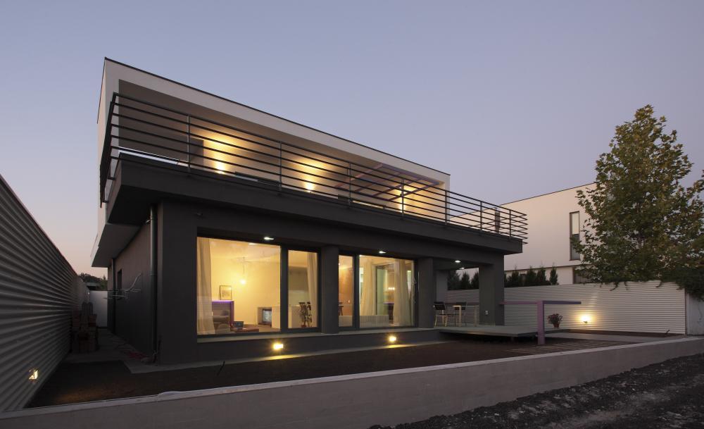 https://nbc-arhitect.ro/wp-content/uploads/2020/11/NBC-Arhitect-_-residences-_-Magenta-House-_-exterior-view_master-photo.jpg