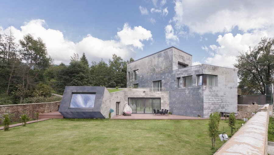 https://nbc-arhitect.ro/wp-content/uploads/2020/11/NBC-Arhitect-_-residences-_-Zamora-Villa-_-Romania_11.jpg