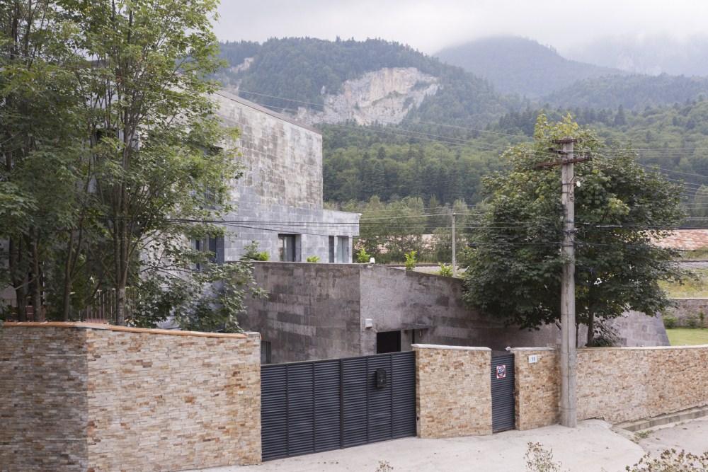https://nbc-arhitect.ro/wp-content/uploads/2020/11/NBC-Arhitect-_-residences-_-Zamora-Villa-_-Romania_18.jpg