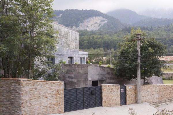 https://nbc-arhitect.ro/wp-content/uploads/2020/11/NBC-Arhitect-_-residences-_-Zamora-Villa-_-Romania_19.jpg