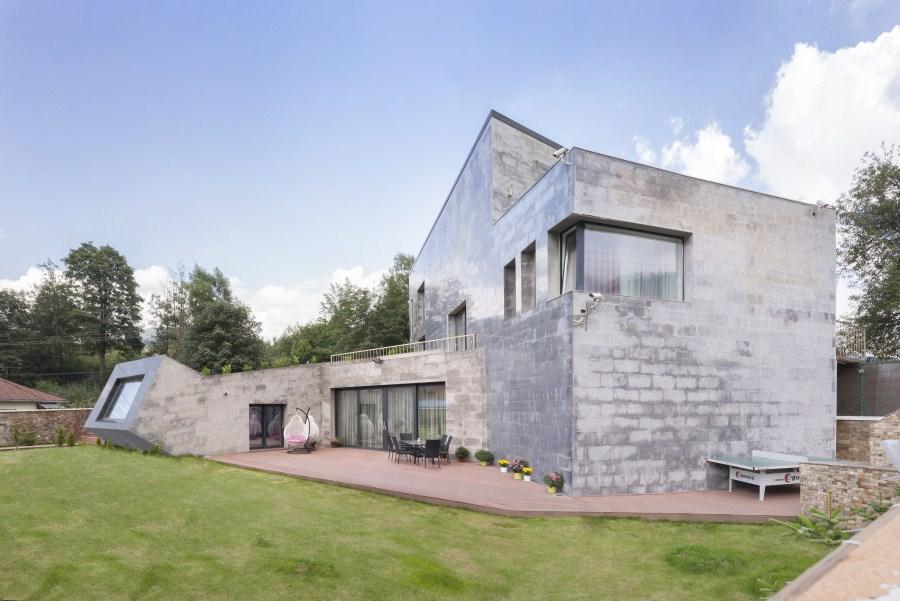 https://nbc-arhitect.ro/wp-content/uploads/2020/11/NBC-Arhitect-_-residences-_-Zamora-Villa-_-Romania_master-photo.jpg